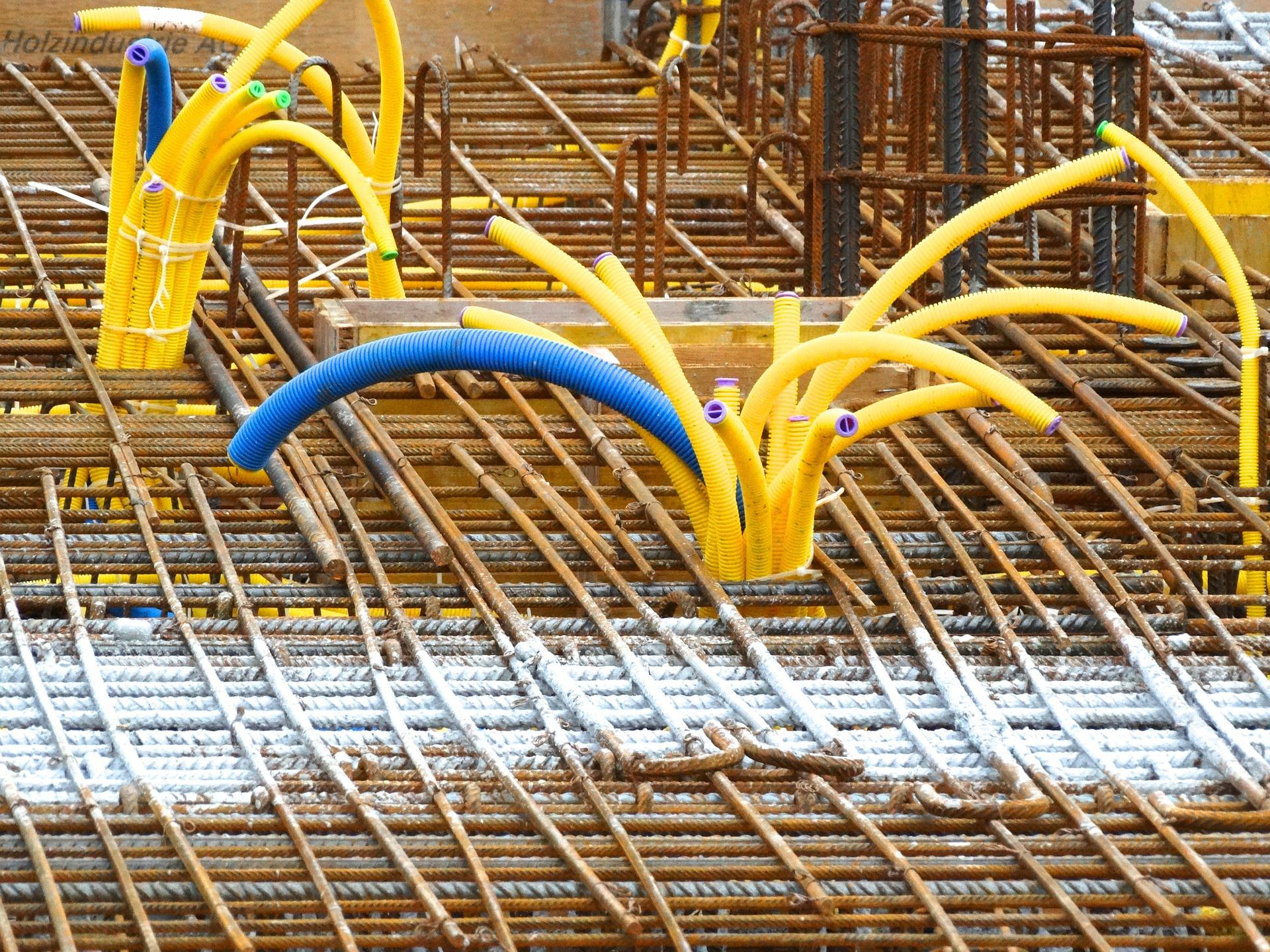 Betonstahlverlegungen, Betonstahlbiegen, Eisenbiegen, Eisenarmierung von Betonstahl Halle GmbH, im Werk und auf Außenbaustellen