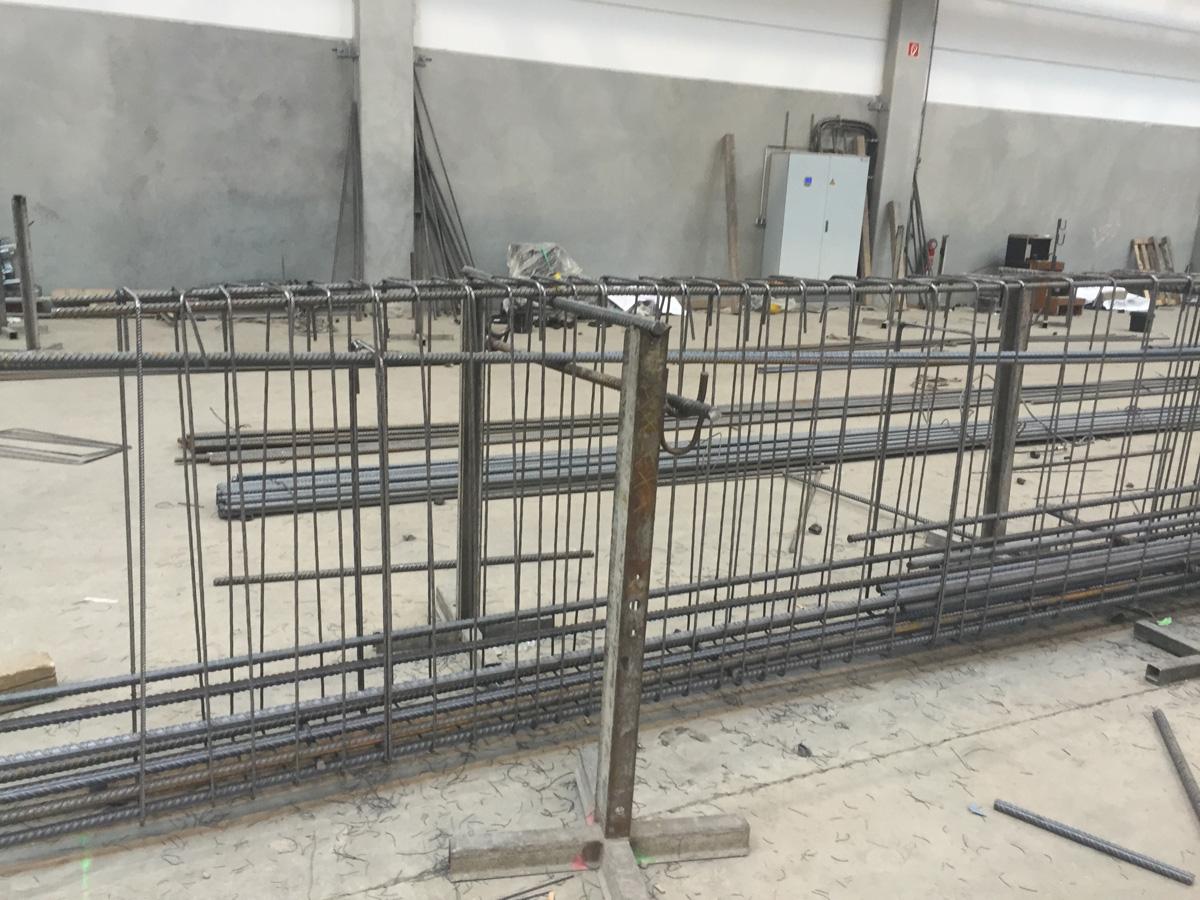 Eisenflechter, Betonstahl, Betonstahlverlegung von Betonstahl Halle GmbH, im Werk und auf Außenbaustellen