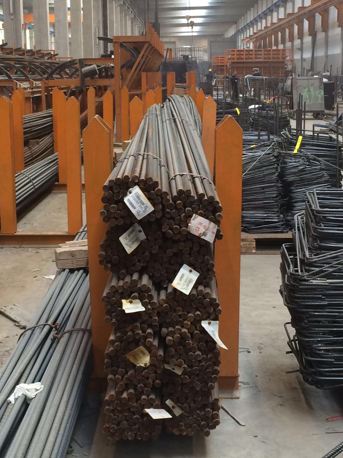 Eisenflechterarbeiten , Eisenarmierung, Bewehrungsbau, Bewehrungen von Betonstahl Halle GmbH, im Werk und auf Außenbaustellen
