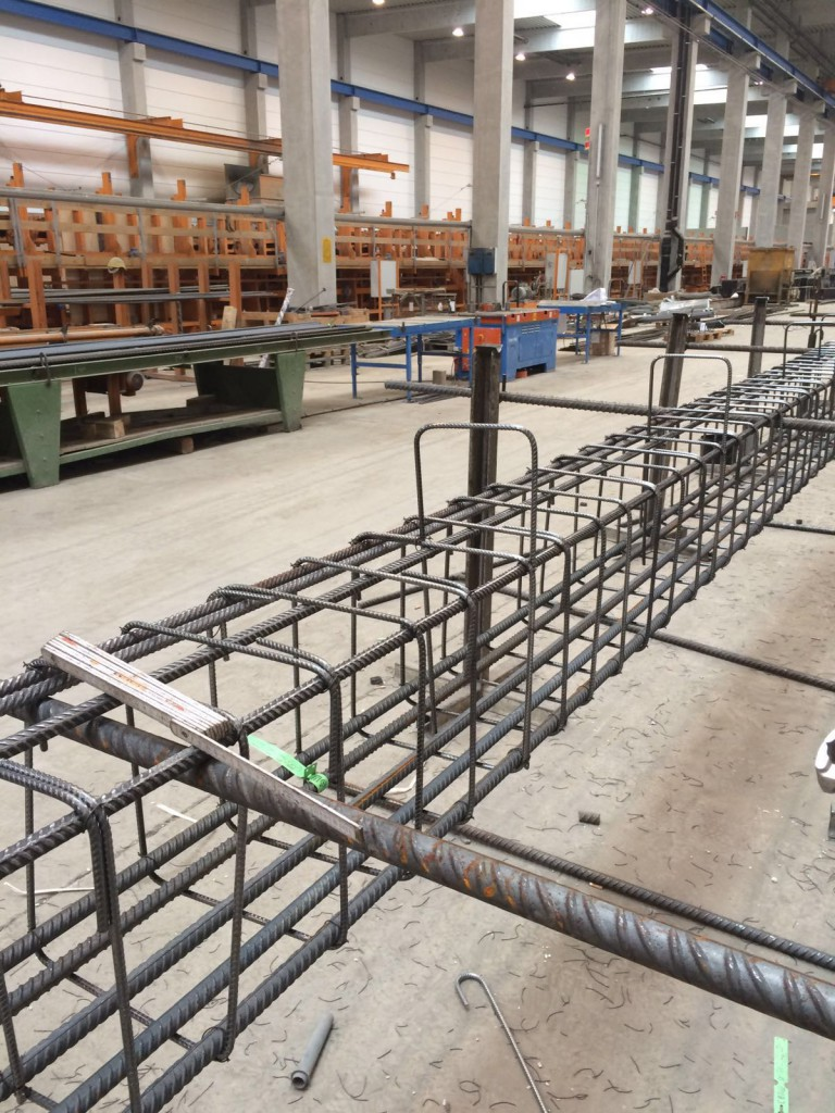 Baustahlverlegung, Eisenverleger, Betonstahlbau von Betonstahl Halle GmbH, im Werk und auf Außenbaustellen
