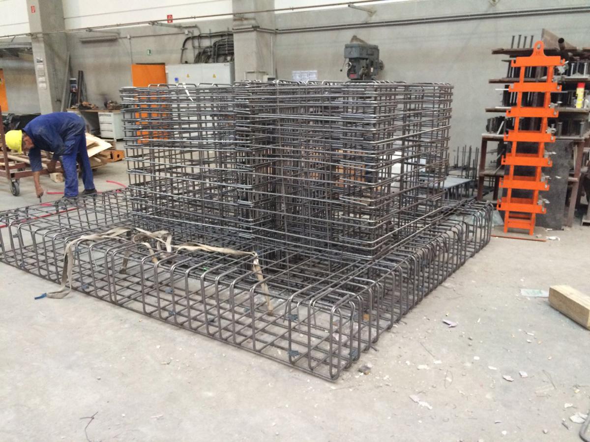 Betonstahlverlegung , Betonstahlbiegen, Eisenbiegen, Eisenarmierung von Betonstahl Halle GmbH, im Werk und auf Außenbaustellen